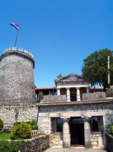 Frankopanski kaštel na Trsatu dao je obnoviti maršal Laval Nugent u prvoj polovici 19. stoljeća 19. stoljeća