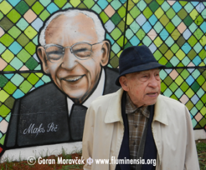 Maks Peč uz svoj portret na zidu