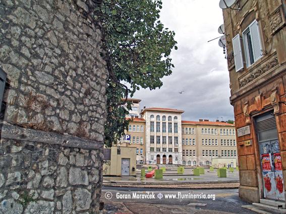 Kula Lešnjak jedina je sačuvana utvrda u Starom gradu. U 20. st. nestali su isusovački samostan i učilište te samostan benediktinki i crkva sv. Roka na današnjem Klobučarićevom trgu