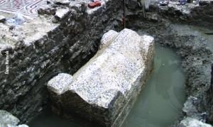 Sarkofag pokraj Kosog tornja