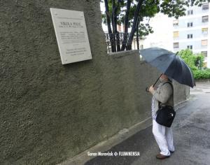 Zvonimir Kamenar, akad. kipar, autor spomenika janku Polić Kamovu pred spomen pločom Nikoli Poliću na Krimejiu Ulici Podvoljak 10 u Rijeci