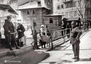 Jugoslavenski žandari na privremenom međugraničnom mostu nad Rječinom 1925. godine
